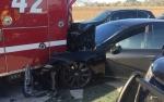 Tesla на автопилоте протаранила авто пожарных