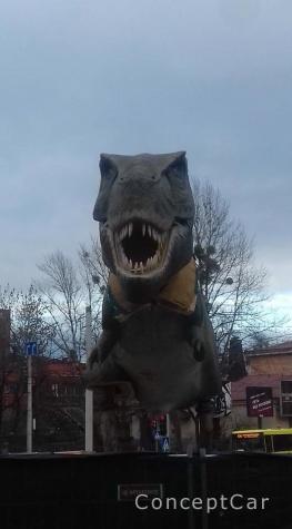 Де встановили .....динозаврів, як пройти , як проїхати ?!
